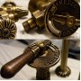 Carlo Poletti Classic Art - латунный кран с деревянной ручкой для дизайнерских радиаторов